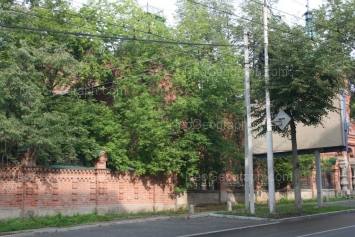 Улица Розы Люксембург: Вид на здание, в котором ранее находился Институт истории и археологии УрО РАН