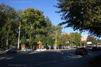 На фото видно: Уральская улица, 82. Екатеринбург (Свердловская область)