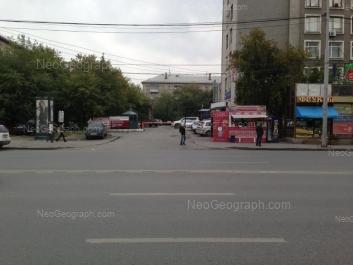 На фото видно: Восточная улица, 66; Восточная улица, 68 (Трансагентство, гостиница). Екатеринбург (Свердловская область)