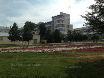 На фото видно: Химиков переулок, 2; 8 Марта улица, 1. Екатеринбург (Свердловская область)