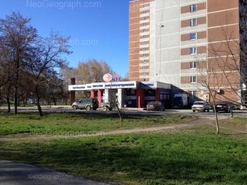 На фото видно: Ясная улица, 28; Ясная улица, 30. Екатеринбург (Свердловская область)