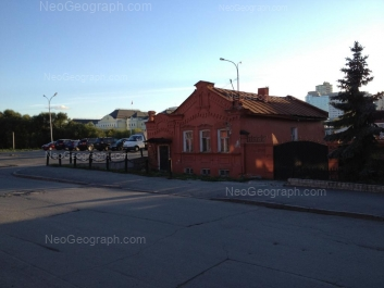 View to: Dobroliubova street, 11 (Резиденция Полпреда Президента РФ); Maksima Gorkogo street, 8. Yekaterinburg (Sverdlovskaya oblast)