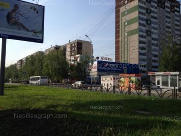 На фото видно: Академика Бардина улица, 25/2; Академика Бардина улица, 27; Академика Бардина улица, 29. Екатеринбург (Свердловская область)