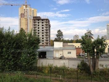 На фото видно: Дружининская улица, 5. Екатеринбург (Свердловская область)