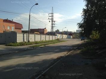 На фото видно: Электриков улица, 18Д; Электриков улица, 18Д. Екатеринбург (Свердловская область)