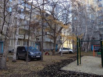 На фото видно: Серафимы Дерябиной улица, 33; Серафимы Дерябиной улица, 35. Екатеринбург (Свердловская область)