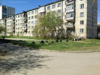 На фото видно: Ангарская улица, 58; Ангарская улица, 60. Екатеринбург (Свердловская область)