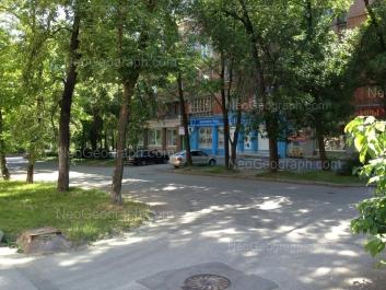 На фото видно: Красных Партизан улица, 1. Екатеринбург (Свердловская область)