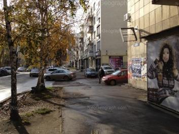 На фото видно: Малышева улица, 84; Мамина-Сибиряка улица, 102. Екатеринбург (Свердловская область)