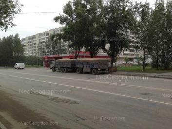 На фото видно: Шефская улица, 96; Шефская улица, 96/1. Екатеринбург (Свердловская область)