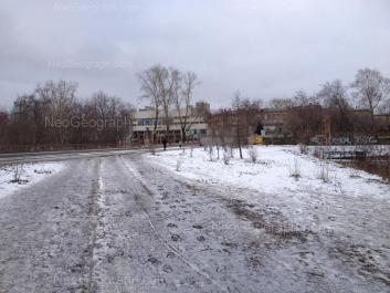 На фото видно: Колмогорова улица, 68; Колмогорова улица, 70 (Спортивный комплекс УрГУПС). Екатеринбург (Свердловская область)