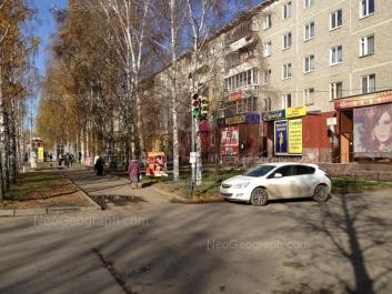 На фото видно: Академика Бардина улица, 40/1. Екатеринбург (Свердловская область)