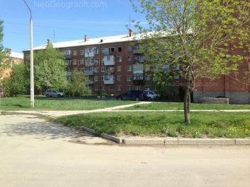 На фото видно: Бисертская улица, 2а; Бисертская улица, 2б; Бисертская улица, 4. Екатеринбург (Свердловская область)