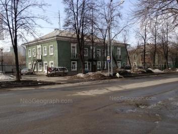 На фото видно: Бабушкина улица, 11; Бабушкина улица, 13. Екатеринбург (Свердловская область)
