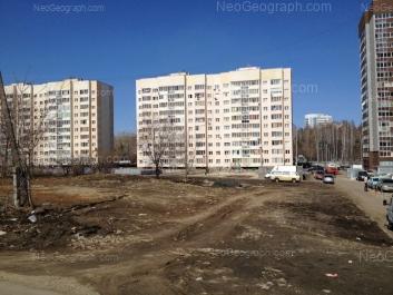 На фото видно: Крупносортщиков улица, 6; Крупносортщиков улица, 8; Крупносортщиков улица, 10. Екатеринбург (Свердловская область)