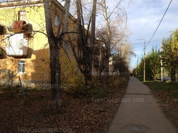 На фото видно: Испытателей улица, 9; Испытателей улица, 10. Екатеринбург (Свердловская область)