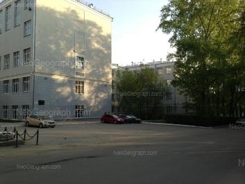 На фото видно: Мира улица, 28 (Химико-технологический институт и институт материаловедения и металлургии УрФУ). Екатеринбург (Свердловская область)