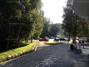 На фото видно: Серафимы Дерябиной улица, 49/2. Екатеринбург (Свердловская область)