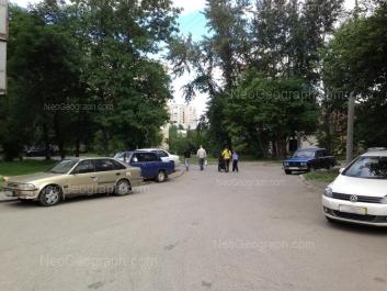На фото видно: Индустрии улица, 31; Уральских Рабочих улица, 43. Екатеринбург (Свердловская область)