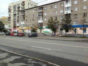 На фото видно: Крауля улица, 8; Крауля улица, 10. Екатеринбург (Свердловская область)