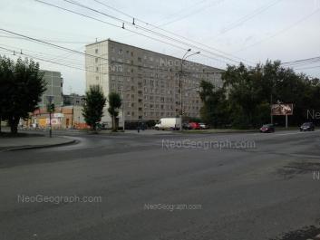 На фото видно: Крауля улица, 61/1. Екатеринбург (Свердловская область)