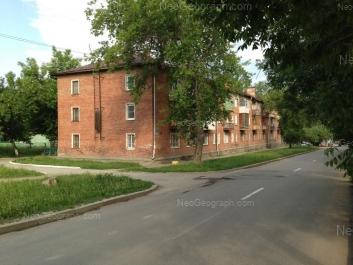 На фото видно: Кировградская улица, 79; Кировградская улица, 81. Екатеринбург (Свердловская область)