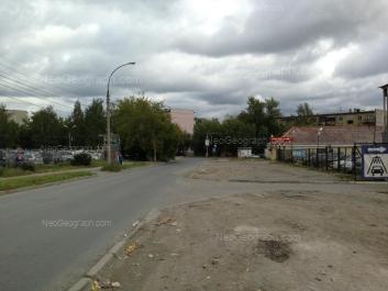На фото видно: Патриса Лумумбы улица, 4; Патриса Лумумбы улица, 29. Екатеринбург (Свердловская область)