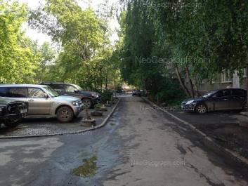 На фото видно: Сулимова улица, 42. Екатеринбург (Свердловская область)