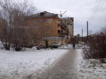 На фото видно: Кишинёвская улица, 27; Кишинёвская улица, 54. Екатеринбург (Свердловская область)