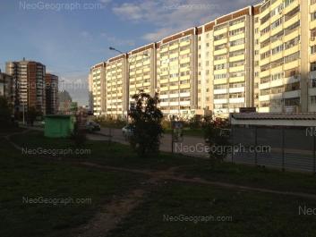 View to: Samotsvetniy boulevard, 5; Samotsvetniy boulevard, 6; Akademika Shvartsa street, 2 к3; Akademika Shvartsa street, 2 к1. Yekaterinburg (Sverdlovskaya oblast)