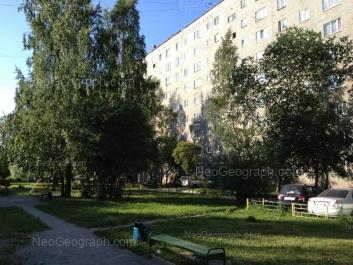 На фото видно: Начдива Онуфриева улица, 38. Екатеринбург (Свердловская область)