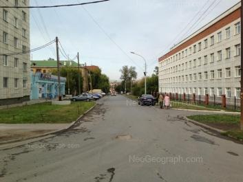 На фото видно: Нагорная улица, 48 (Детская городская больница №11); Нагорная улица, 53. Екатеринбург (Свердловская область)
