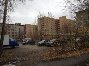 На фото видно: Июльская улица, 18; Июльская улица, 20 (Общежитие УрГСХА); Июльская улица, 22; Сулимова улица, 29. Екатеринбург (Свердловская область)