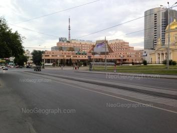 View to: Kuibisheva street, 44 (Атриум Палас Отель); Kuibisheva street, 44д (Центр международной торговли); Rozi Luksemburg street, 57 (Свято-Троицкий  Кафедральный Собор). Yekaterinburg (Sverdlovskaya oblast)