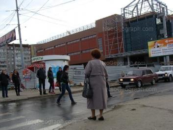 На фото видно: Амундсена улица, 61; Амундсена улица, 63 (Гранат, Эко-молл). Екатеринбург (Свердловская область)