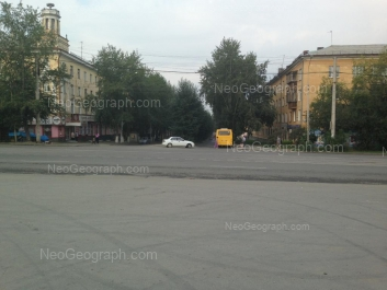На фото видно: Баумана улица, 27; Старых Большевиков улица, 25. Екатеринбург (Свердловская область)