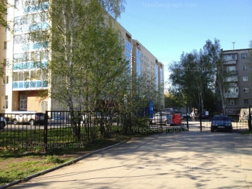 На фото видно: Академика Бардина улица, 46; Академика Бардина улица, 48А. Екатеринбург (Свердловская область)
