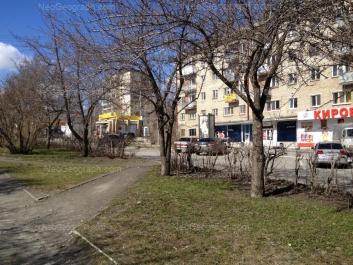 На фото видно: Блюхера улица, 49 (12-этажный жилой дом); Мира улица, 1. Екатеринбург (Свердловская область)