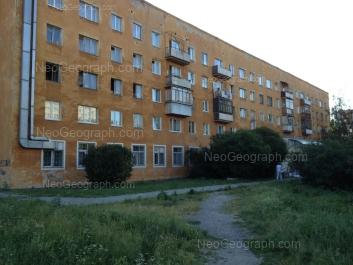 На фото видно: Начдива Онуфриева улица, 32/2. Екатеринбург (Свердловская область)