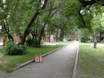 На фото видно: Ильича улица, 8; Красных Борцов улица, 3. Екатеринбург (Свердловская область)