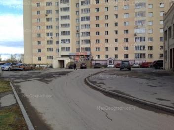 На фото видно: Крауля улица, 93. Екатеринбург (Свердловская область)