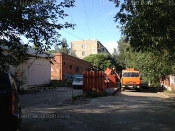 На фото видно: Академика Бардина улица, 11/2. Екатеринбург (Свердловская область)