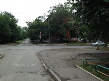 На фото видно: Избирателей улица, 69. Екатеринбург (Свердловская область)