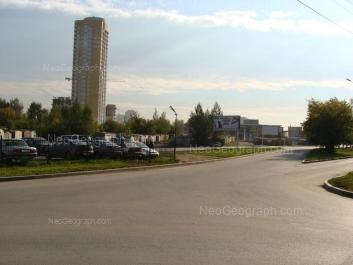 На фото видно: Московская улица, 281; Московская улица, 283 (АЗС); Островского улица, 5 (Апельсин, жилой комплекс). Екатеринбург (Свердловская область)