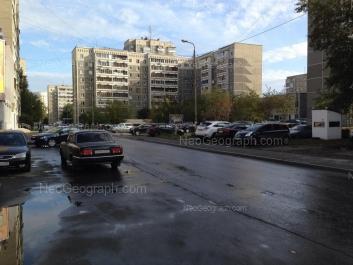 На фото видно: Викулова улица, 32А. Екатеринбург (Свердловская область)
