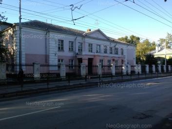 На фото видно: Краснофлотцев улица, 28А (Школа №107). Екатеринбург (Свердловская область)