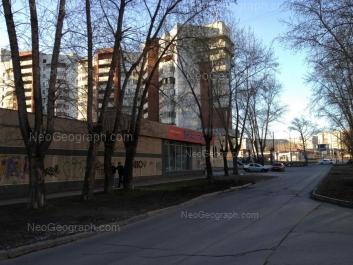 На фото видно: Боровая улица, 22; Сулимова улица, 6; Сулимова улица, 7Б. Екатеринбург (Свердловская область)