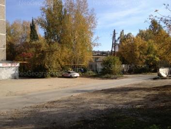 На фото видно: Мраморская улица, 40; Мраморская улица, 42 (Детский сад №476, Росинка). Екатеринбург (Свердловская область)