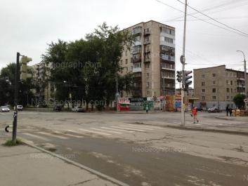 На фото видно: Коммунистическая улица, 18; Коммунистическая улица, 20. Екатеринбург (Свердловская область)