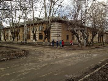 На фото видно: Прибалтийская улица, 17. Екатеринбург (Свердловская область)